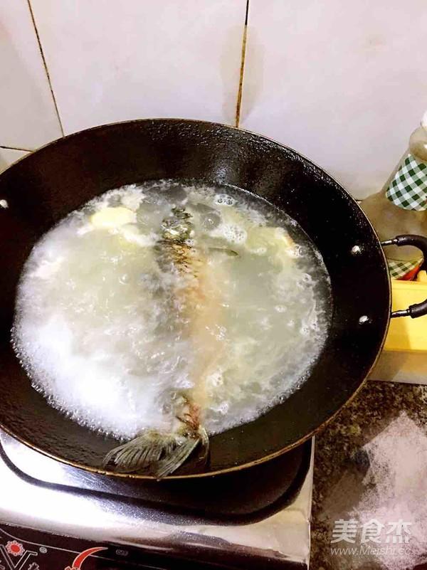 白萝卜鲫鱼汤的简单做法