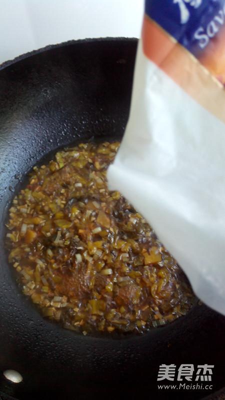 老坛酸菜牛肉拌面怎么煮