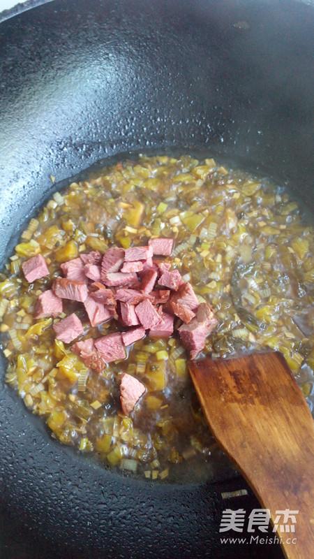 老坛酸菜牛肉拌面怎么炖
