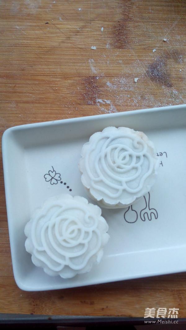 红豆豆沙冰皮月饼的制作