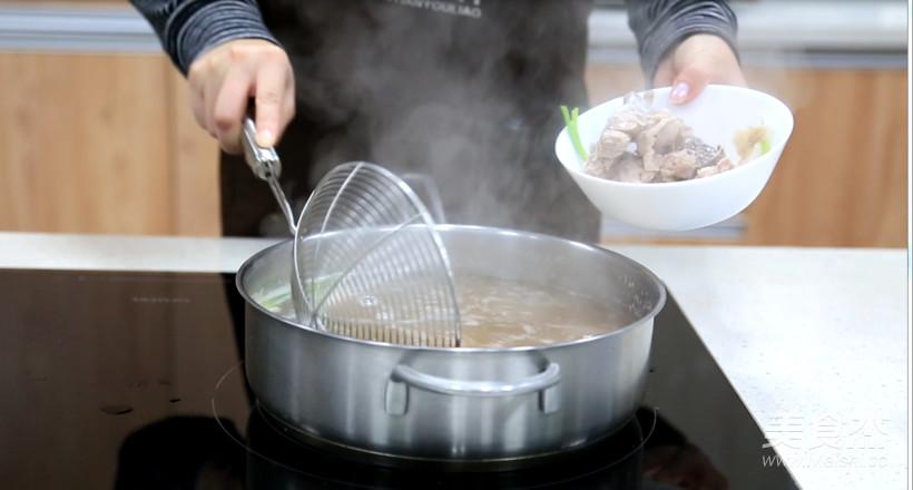 白萝卜排骨汤的家常做法