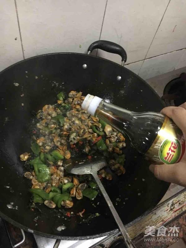 紫苏青椒炒瓦碌的简单做法