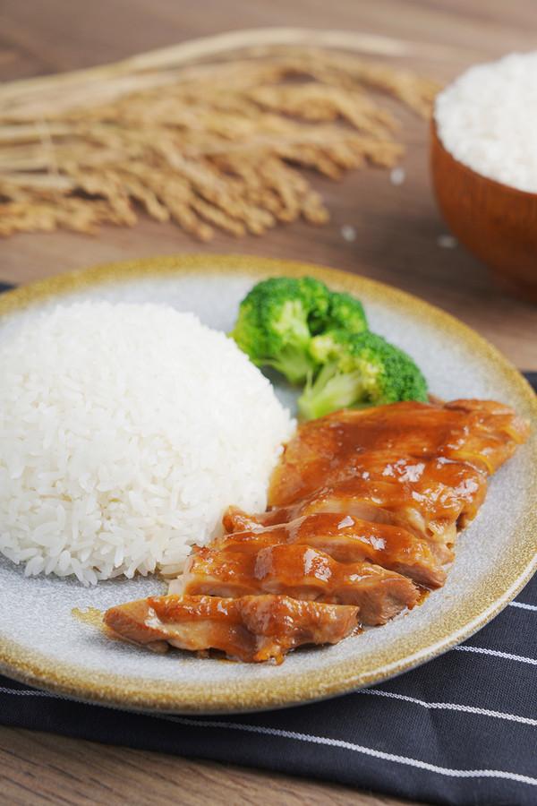 至少两碗米饭打底,越吃越过瘾 ——照烧鸡腿饭怎样炒