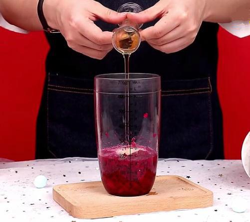 自制网红饮品-火龙果养乐多的家常做法