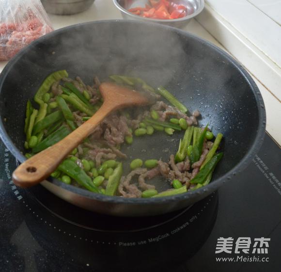 黑椒牛柳炒时蔬怎么做