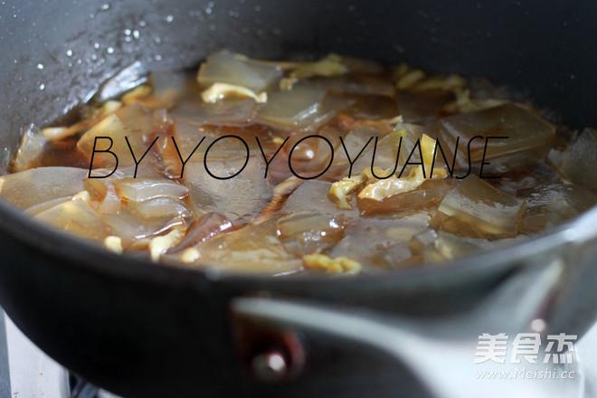 榨菜炒红薯粉皮的简单做法