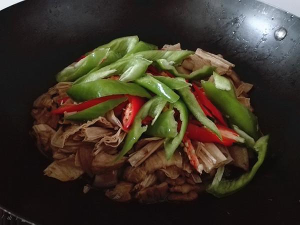 腐竹焖五花肉怎么炒