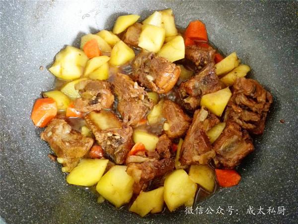排骨土豆焖饭怎么炒