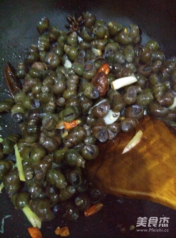 紫苏炒田螺的简单做法
