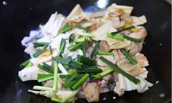 汕尾风味-腐竹海鳗煲的简单做法