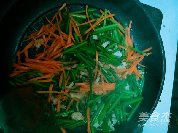 韭菜花炒肉怎么做