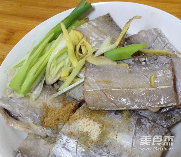 五香酥炸带鱼的简单做法