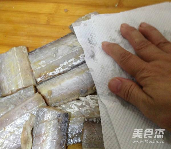 五香酥炸带鱼的家常做法