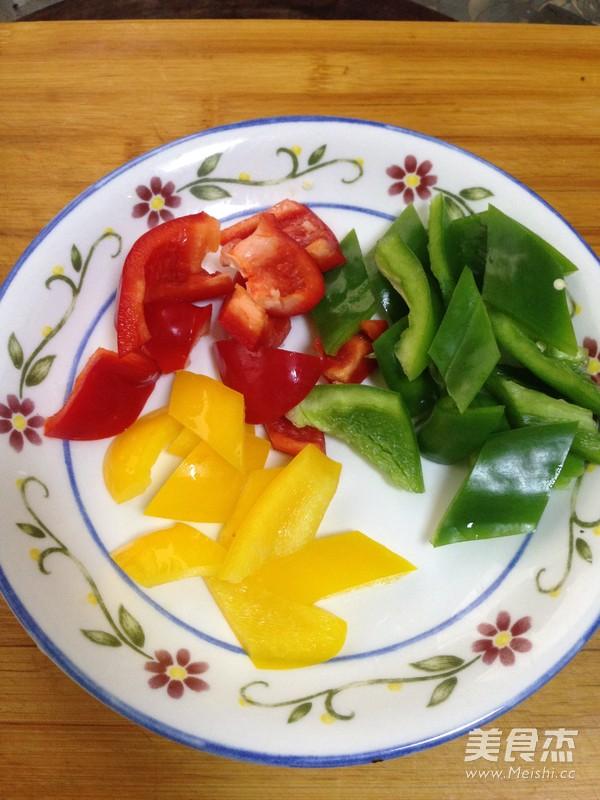 彩椒炒鸡块的家常做法