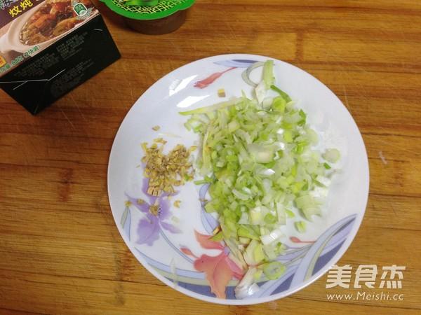 油豆腐塞肉炖白菜的简单做法