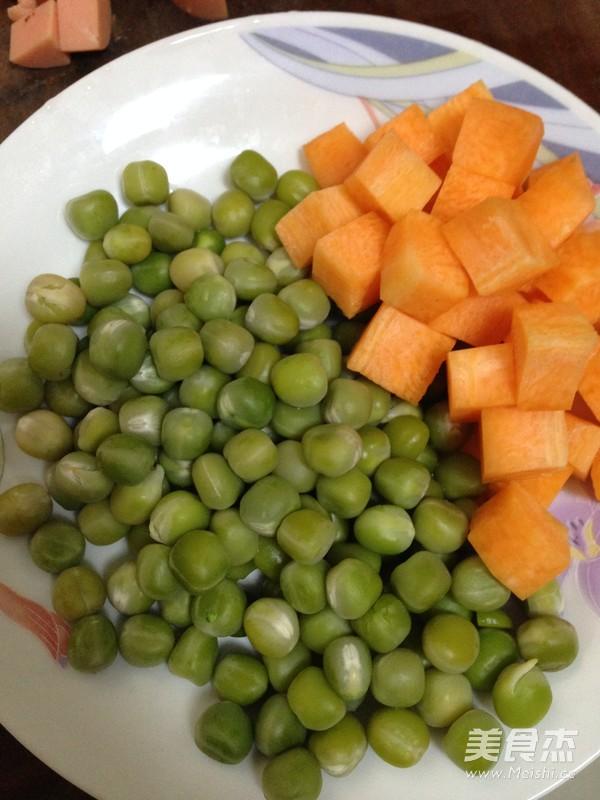 菠萝虾仁炒饭怎么吃