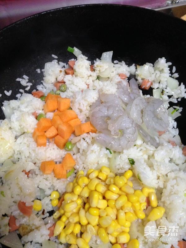 菠萝虾仁炒饭怎样做