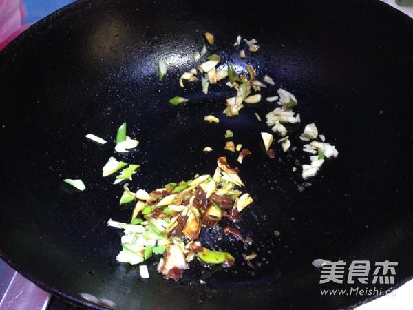 腊肉干锅土豆片怎样煸