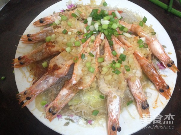 蒜蓉粉丝蒸大虾的制作