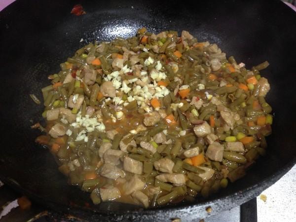 酸豆角炒肉丁的步骤