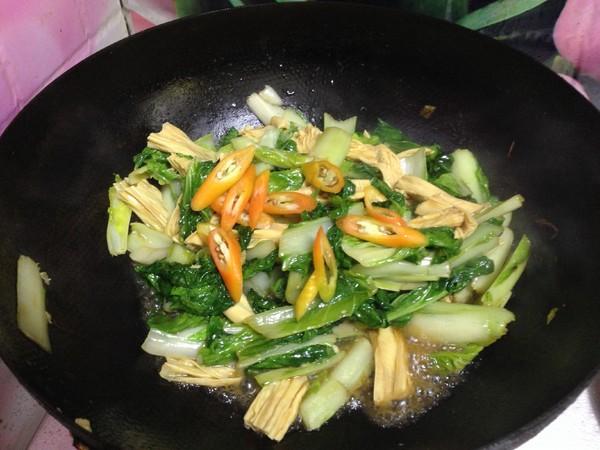 小白菜烧腐竹怎么煸