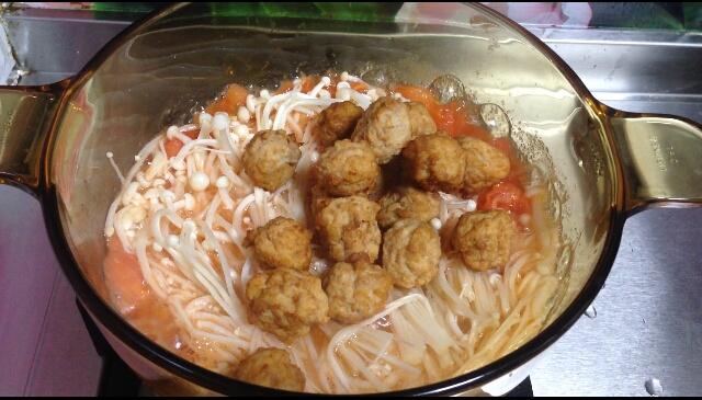 茄子金针菇肉丸煲怎么煮