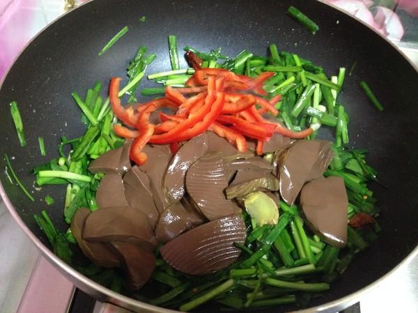 韭菜鸡蛋炒鸭血怎样做
