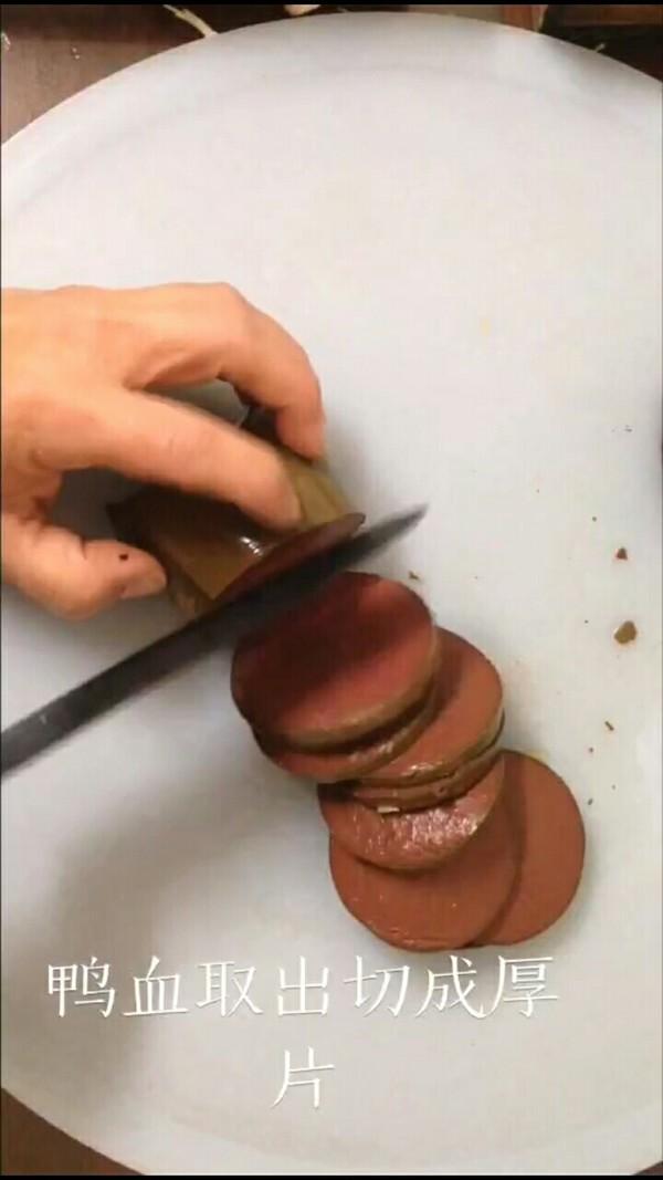 麻辣鸭血煲怎么吃