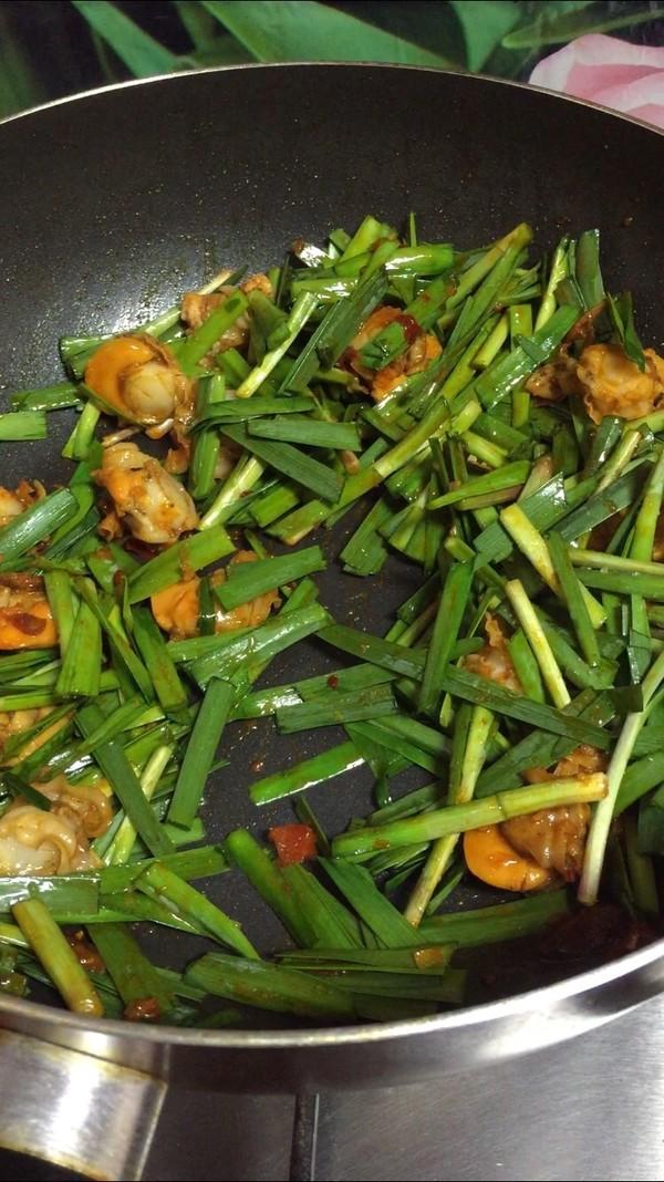 韭菜炒扇贝的步骤