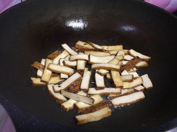 芹菜炒香干的简单做法