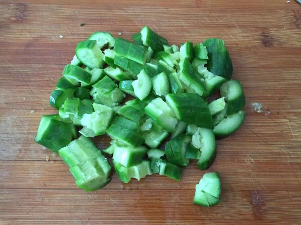 黄瓜拌皮蛋的步骤