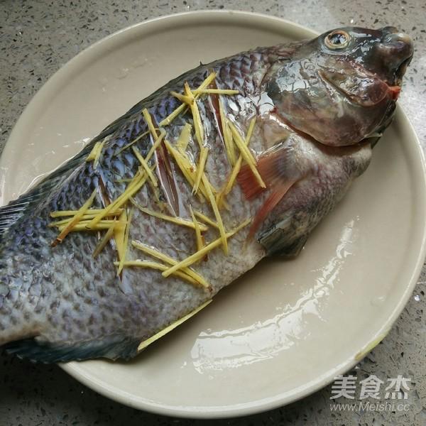 秘汁清蒸罗非鱼的家常做法