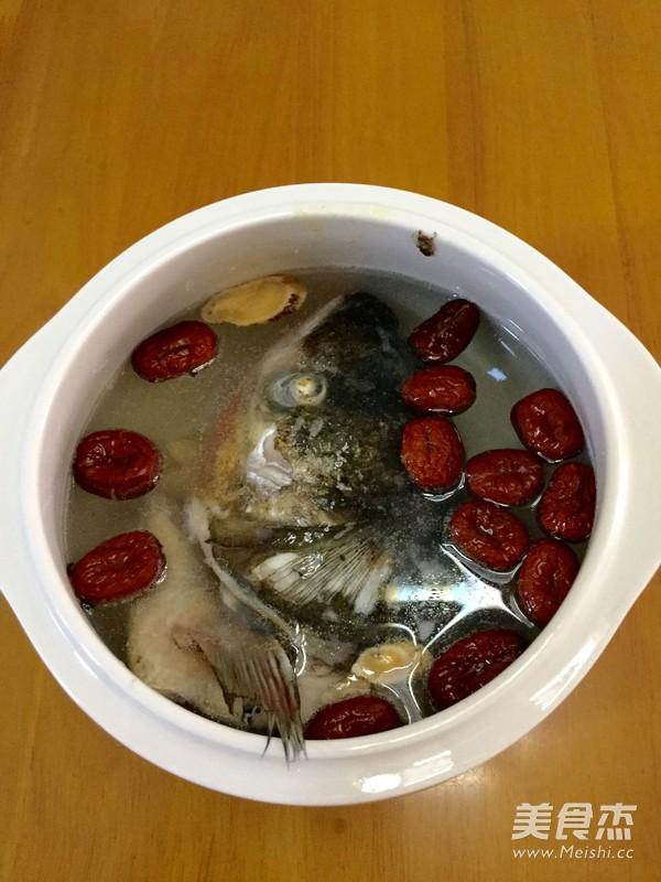 炖鱼头汤怎么煮