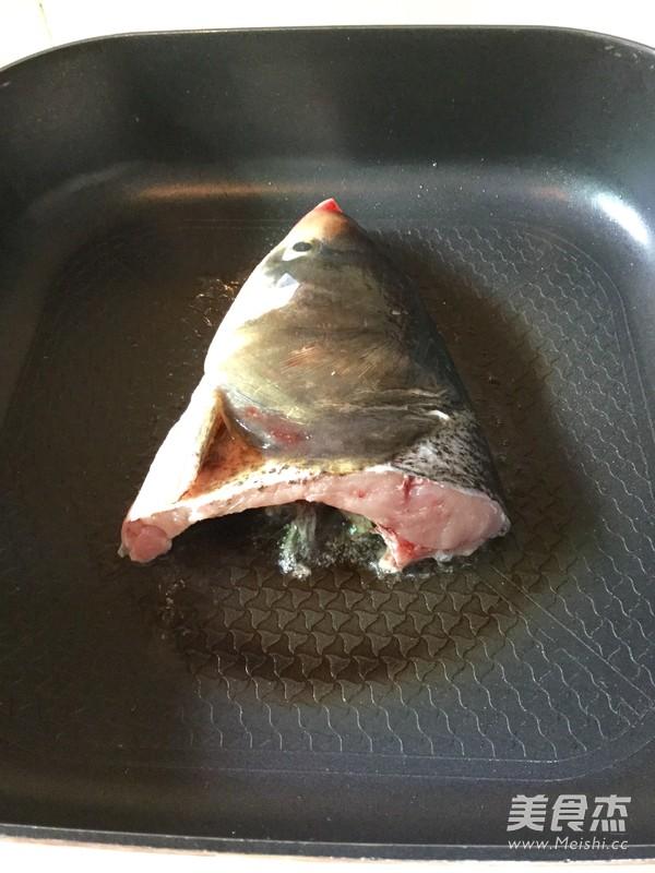 炖鱼头汤的简单做法