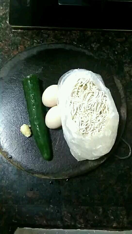 鸡蛋青瓜炒面条的做法大全