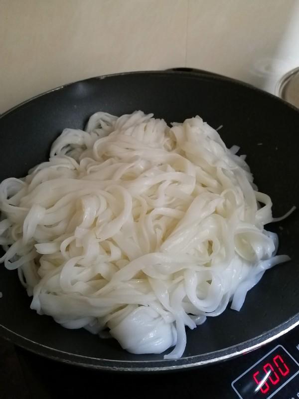 芽菜炒河粉怎么炒
