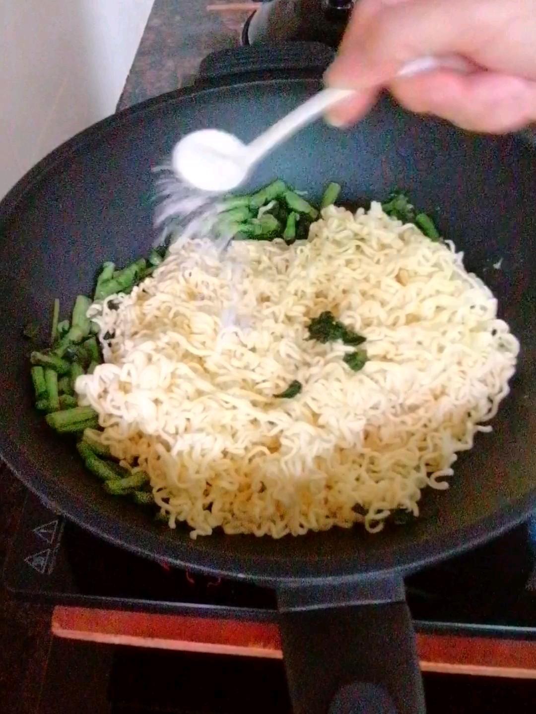 豆角炒面条的制作