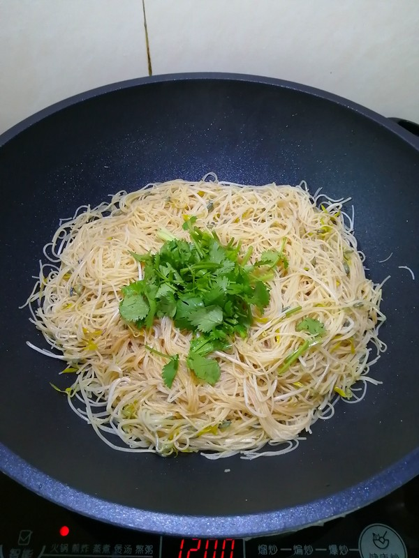 绿豆芽苗菜炒米粉怎么煸