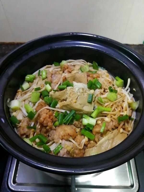 简简单单也不失美味~~金针菇豆腐煲的制作方法