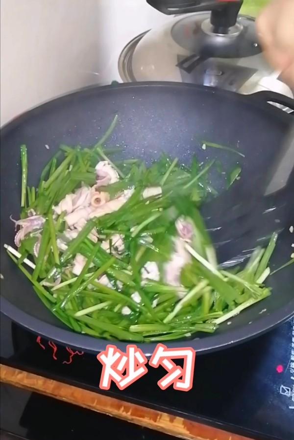 简简单单也不失美味~~韭菜炒鱿鱼的制作方法