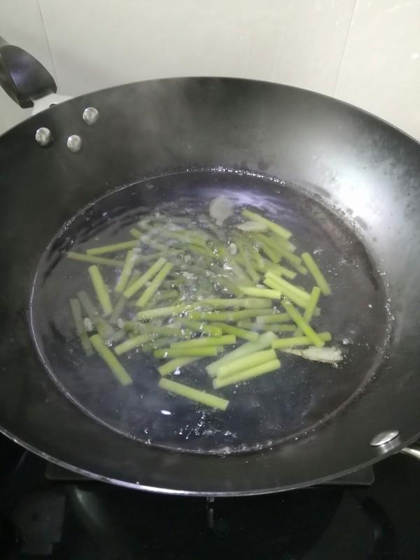 蒜薹炒虾仁的步骤