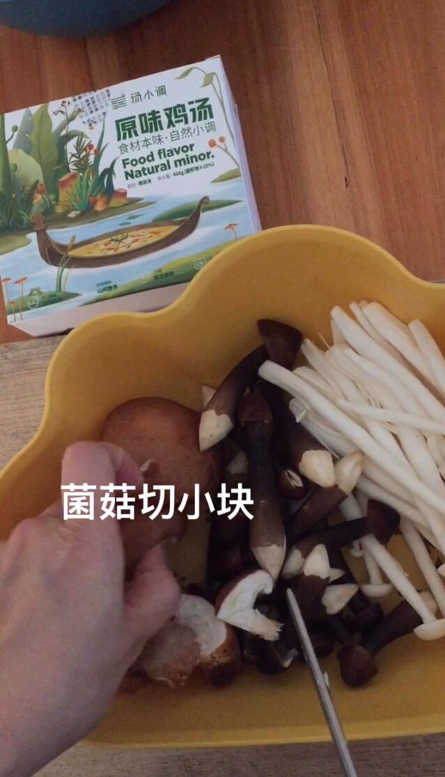 大热天没食欲减脂都吃它~什锦菇水瓜鸡汤的做法图解