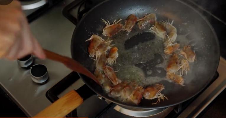 火龙果炒虾仁的做法大全