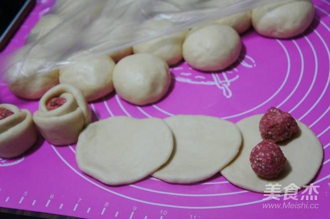 樱桃酱馅花样面包的家常做法