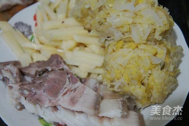 酸菜猪肉炖土豆的做法图解