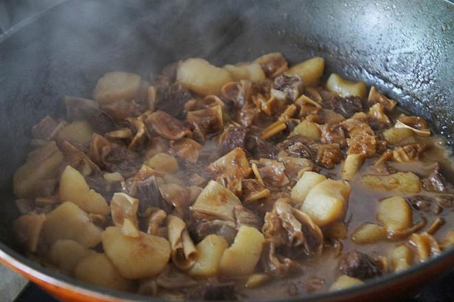 土豆炖牛腩怎么炒