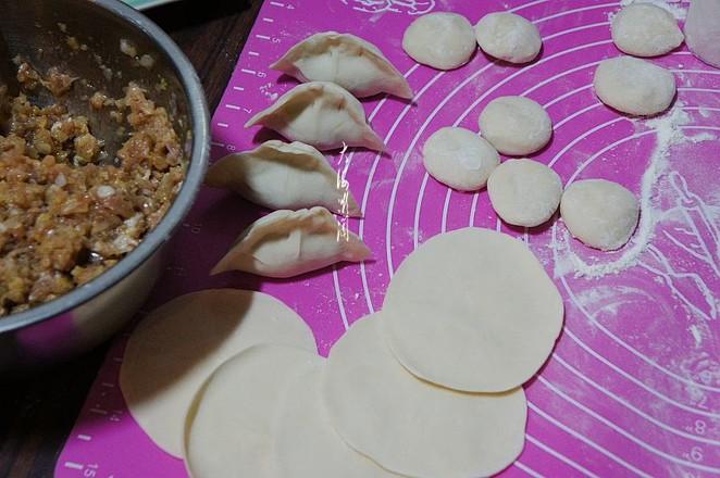 酸菜猪肉馅水饺的家常做法
