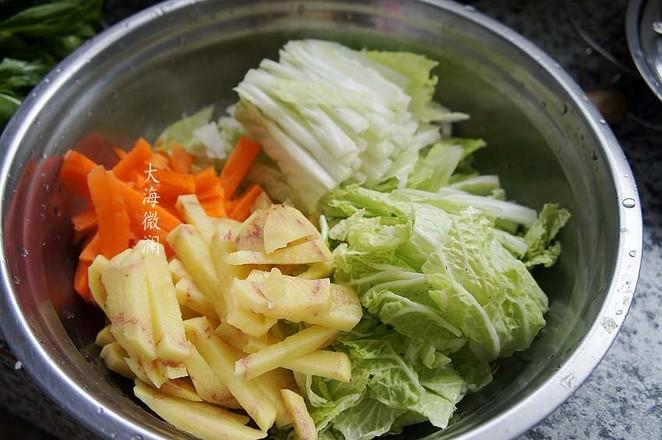 白菜胡萝卜土豆汤的做法图解