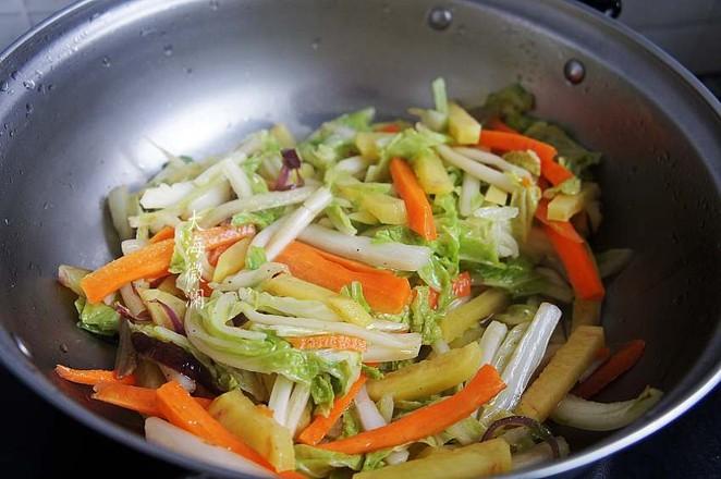 白菜胡萝卜土豆汤的简单做法