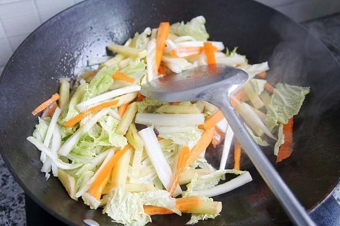 白菜胡萝卜土豆汤的家常做法